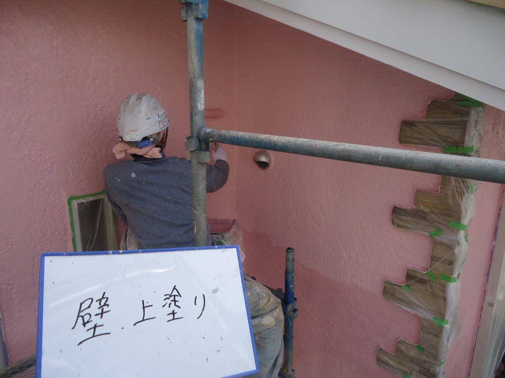 <p>壁上塗り中です。</p>