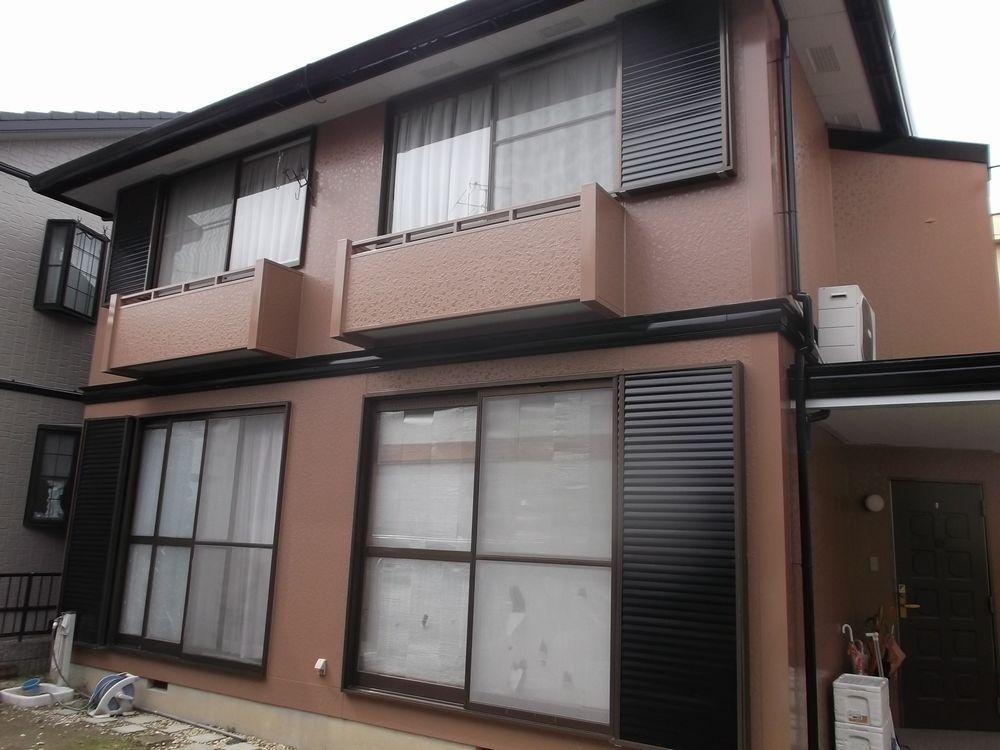 愛知県一宮市W様邸、外壁・屋根塗装工事をご紹介させていただきます。外壁は窯業系サイディングと鉄部、...