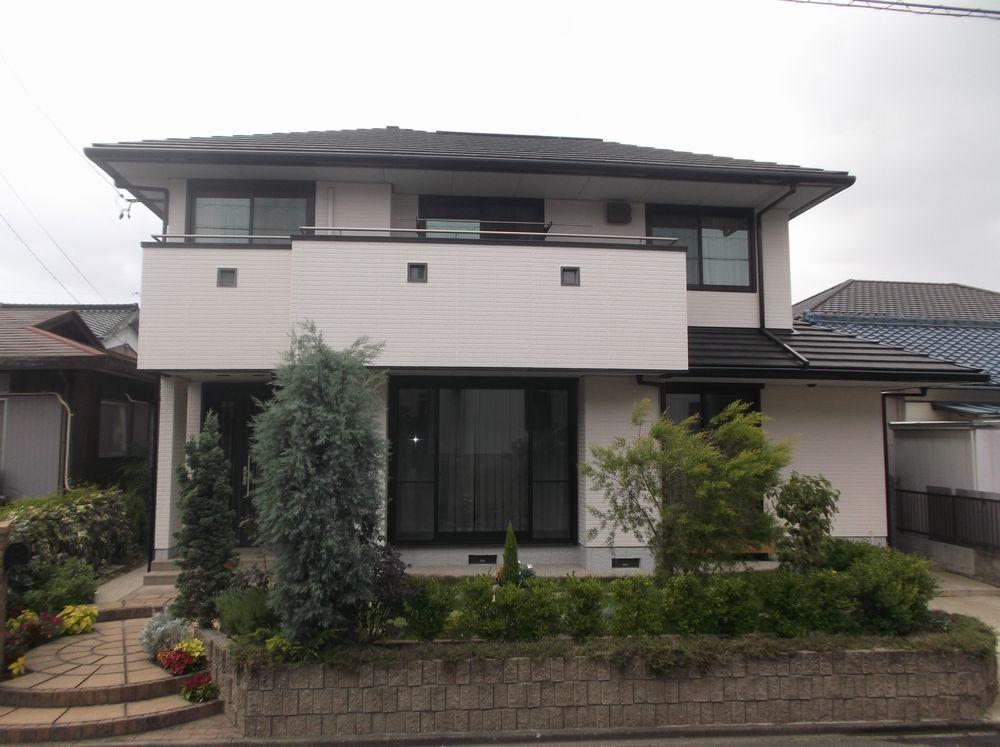 愛知県知多郡東浦町のA様邸外壁塗装工事をご紹介させていただきます。 築年数は15年ほどたっており、外...