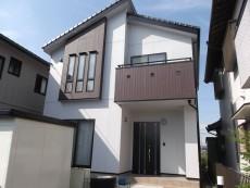 愛知県知多郡武豊町のN様邸外壁塗装工事をご紹介させていただきます。 外壁の劣化よりもシーリングの劣...