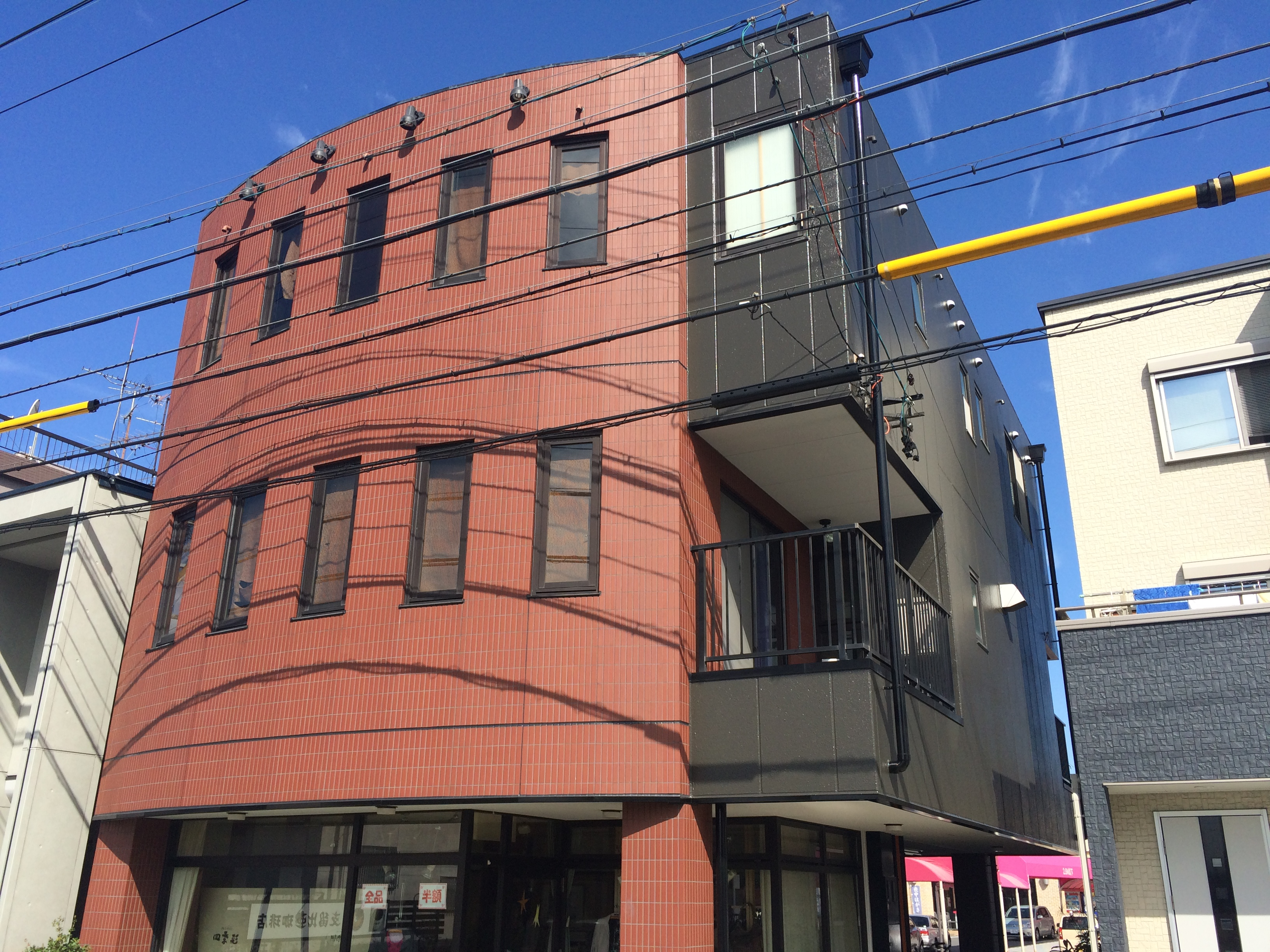 愛知県海部郡大治町のM様邸外壁塗装工事をご紹介させていただきます。 お見積り時、外壁の塗膜が少し浮...