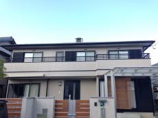 愛知県あま市、S様邸外壁・屋根塗装工事をご紹介させていただきます。 チョーキングが進行しており、手...