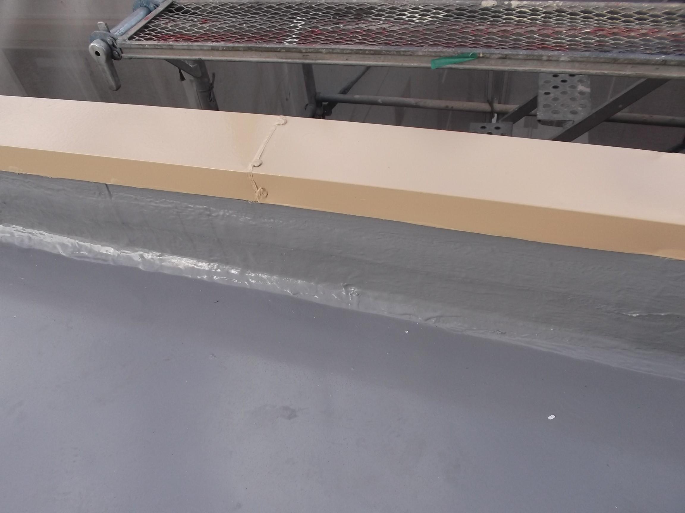 <p>板金塗装・屋上防水完成です</p>