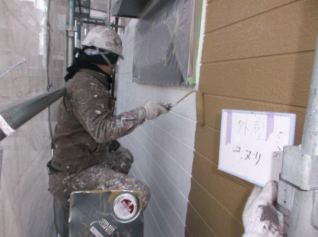 <p>外壁 サイディング 中塗り中</p>