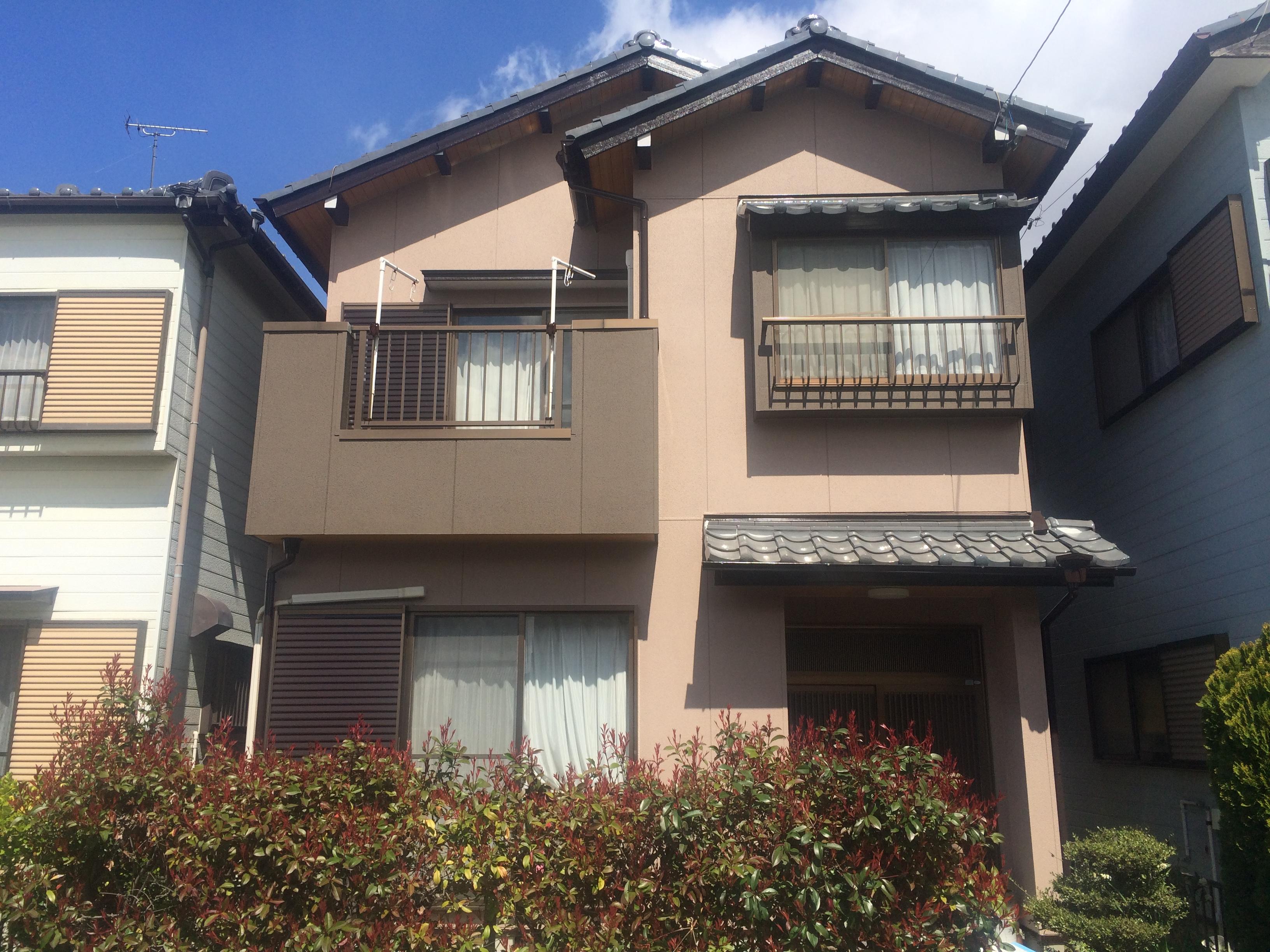 稲沢市 Y様邸、外壁塗装工事をご紹介させていただきます。 築20年で雨漏れしたことから塗装工事を検...