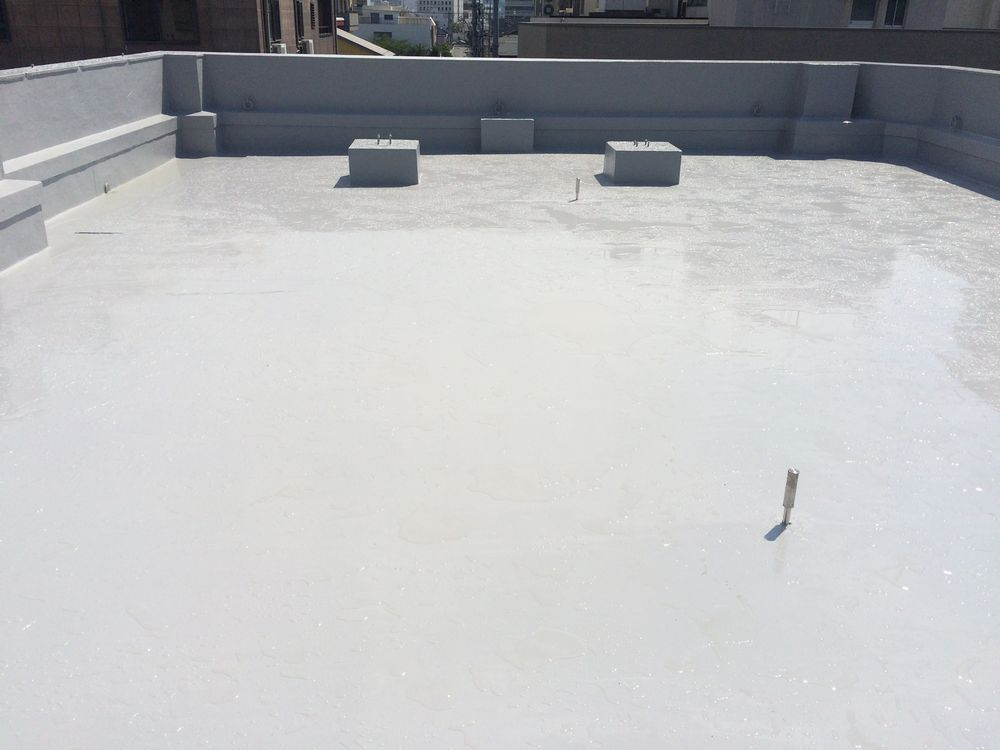 岐阜市 K様、ビル屋上防水工事をご紹介させていただきます。 築45年。3階建てのビルの3階に重度な...