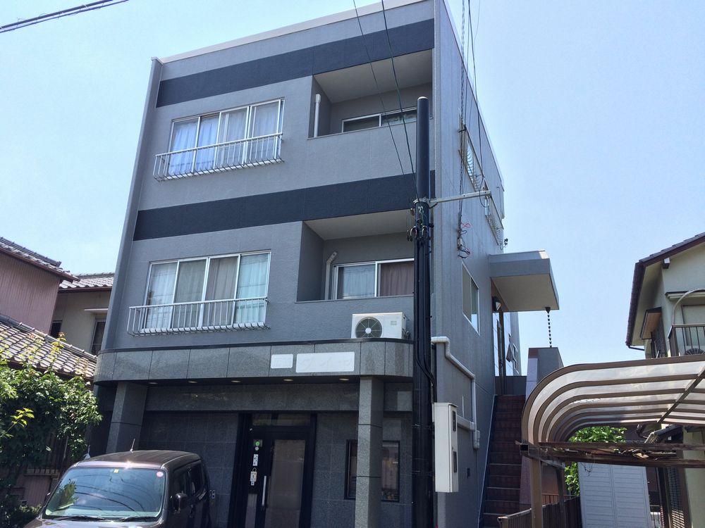 稲沢市 F様邸 外壁・屋根塗装、ベランダ防水工事をご紹介させていただきます。 築35年。 お家の中...