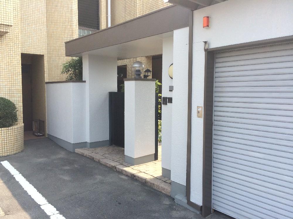 愛知県あま市 K様邸 各所塗装工事のご紹介させていただきます。 玄関まわりの外壁から塀壁、車庫の折...
