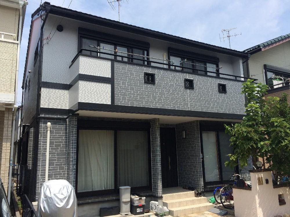 一宮市 A様邸 外壁塗装工事のご紹介をさせていただきます。 築11年ほどでチョーキング、シーリン...