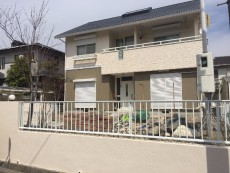 三重県員弁郡 東員町のH様邸 外壁・屋根塗装工事をご紹介させていただきます。 築25年。H様の知人...