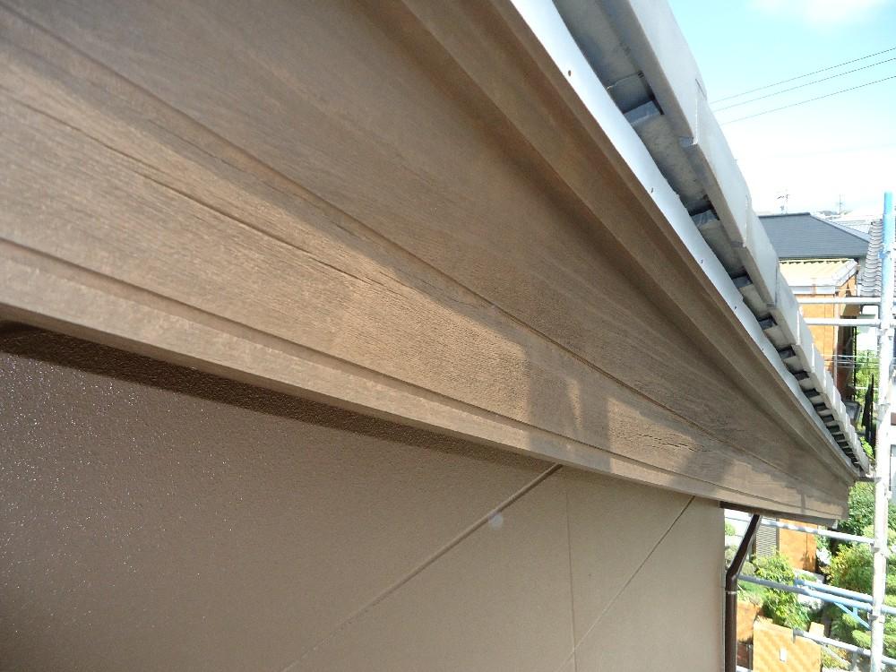 <p>破風板 完了</p> <p>木の質感が残るプランで仕上げてあります。</p>
