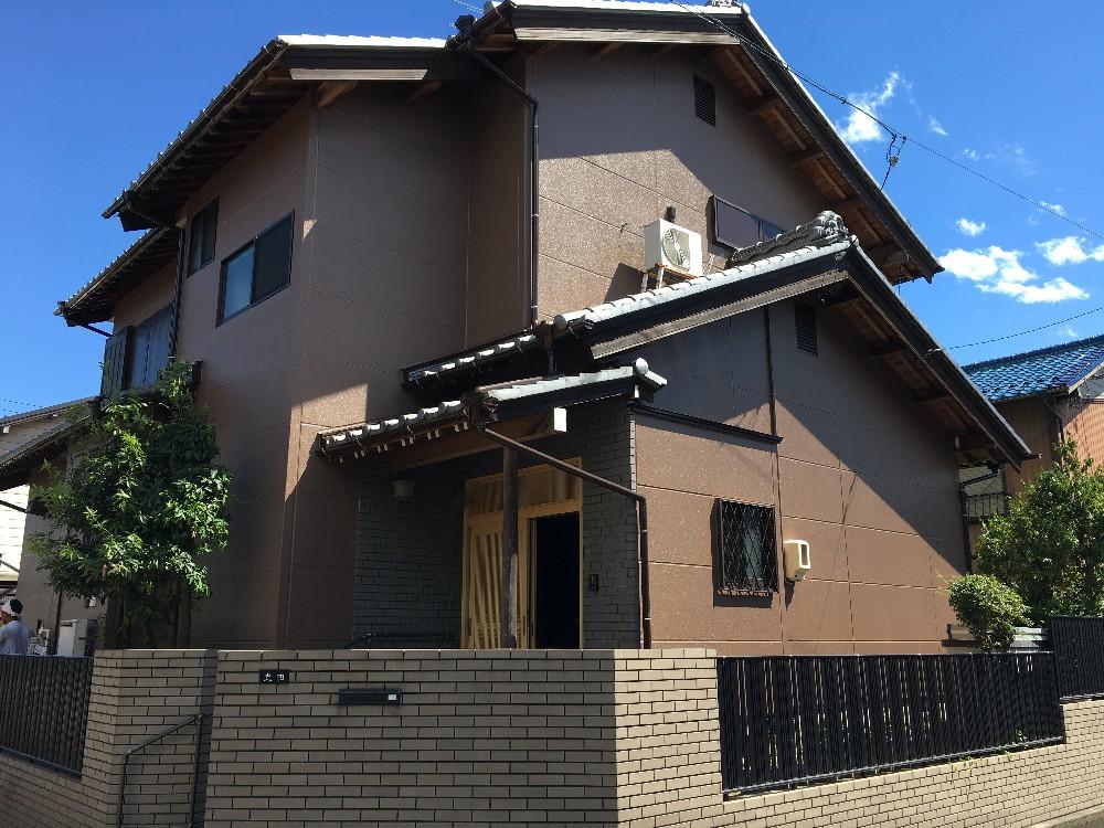 津島市 T様邸 外壁塗装工事の御紹介させていただきます。 築20年。 年数も経過し、外観が色あせて...