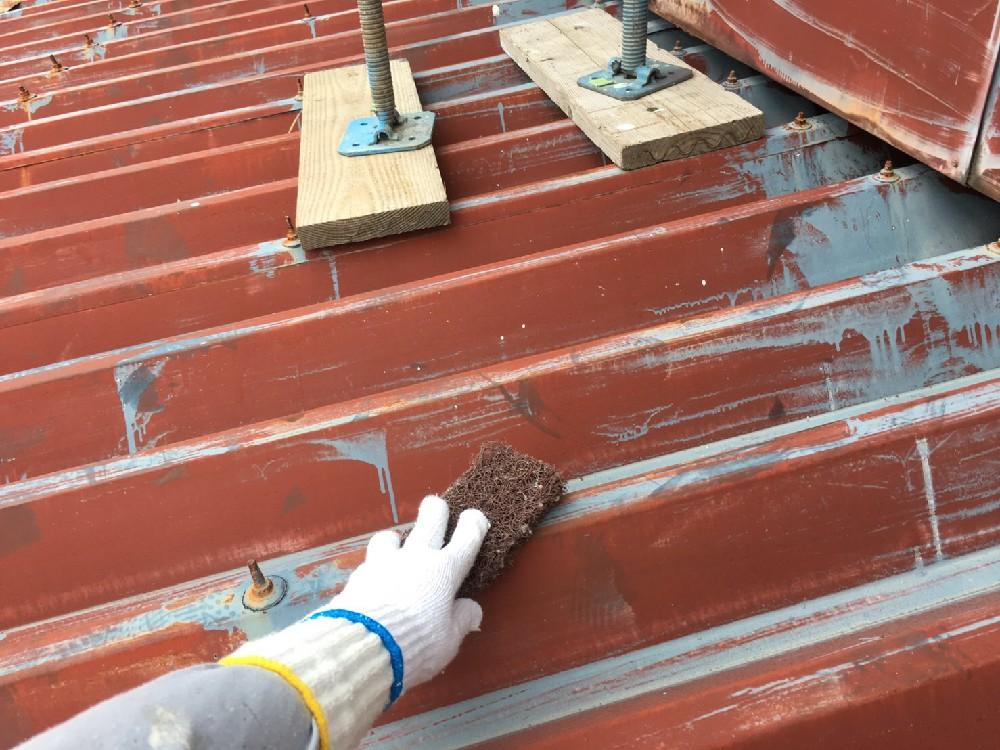 <p>屋根 折版 ケレン中です。</p>