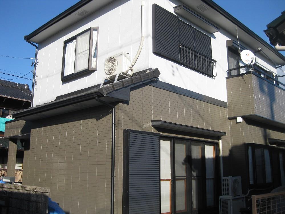 あま市E様邸 外壁塗装・雨樋交換工事のご紹介をさせていただきます。 築20年。初めての塗装工事で...