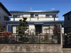 稲沢市 U様邸 外壁・屋根塗装工事をご紹介させていただきます。 築23年。 全開の塗装から15年...