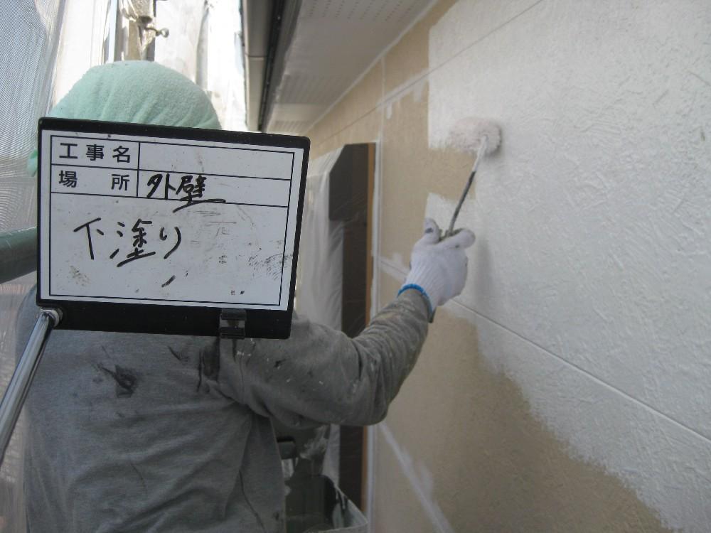 <p>外壁 二階部分 下塗り中</p>