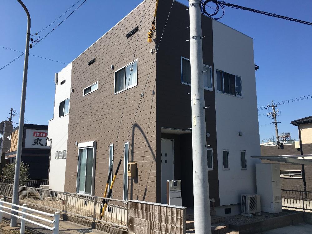 春日井市 M様邸 外壁塗装工事をご紹介させていただきます。 築7年。 コーキングの割れがひどくなっ...