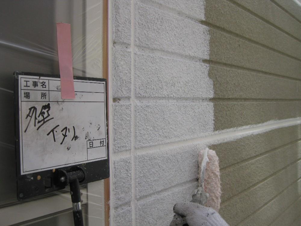 <p></p> <p>外壁 下塗り中です。</p> <p></p>