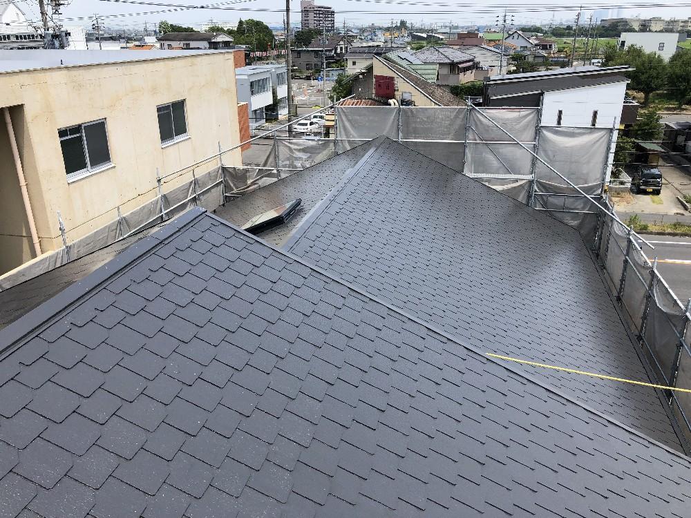 <p>屋根塗装完了です。</p> <p>雪止めも設置しました。</p>