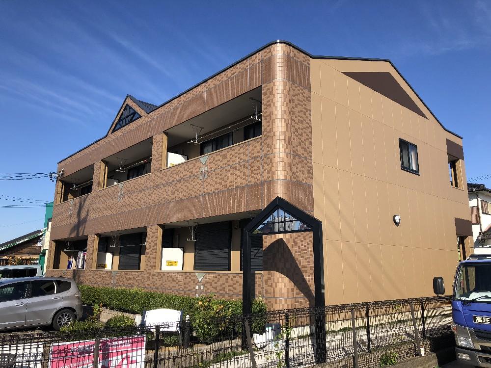 あま市 某アパート 外壁・屋根・防水工事のご紹介をさせていただきます。 築12年。 外壁塗装の劣...