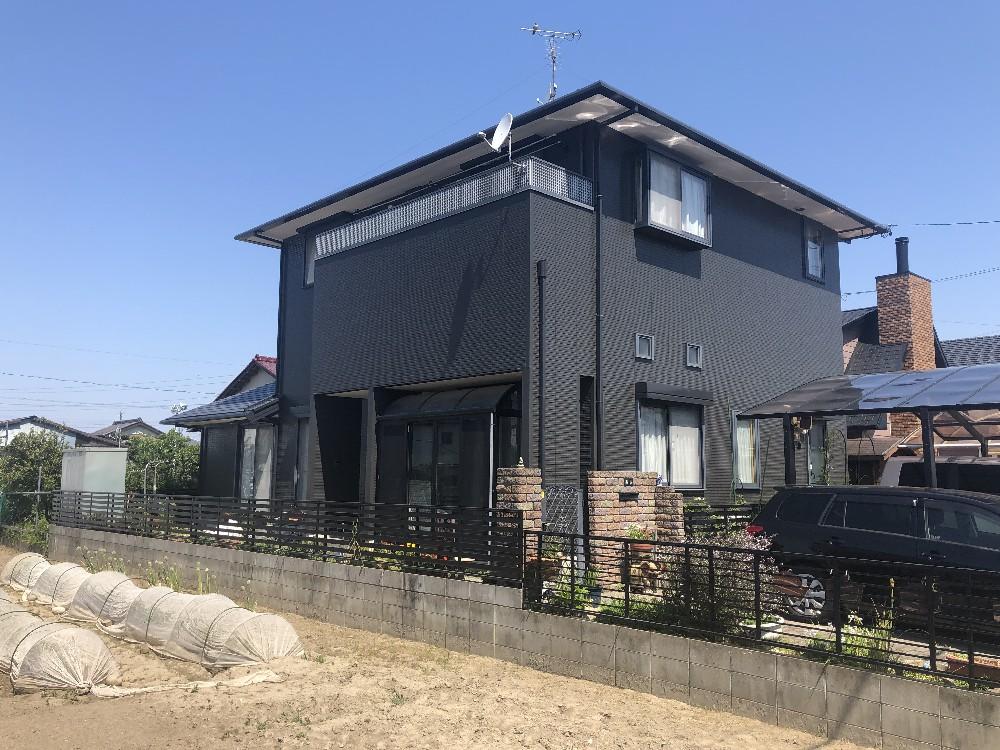 一宮市 O様邸 外壁・屋根塗装 その他工事のご紹介をさせていただきます。 築19年。台風により壁に...