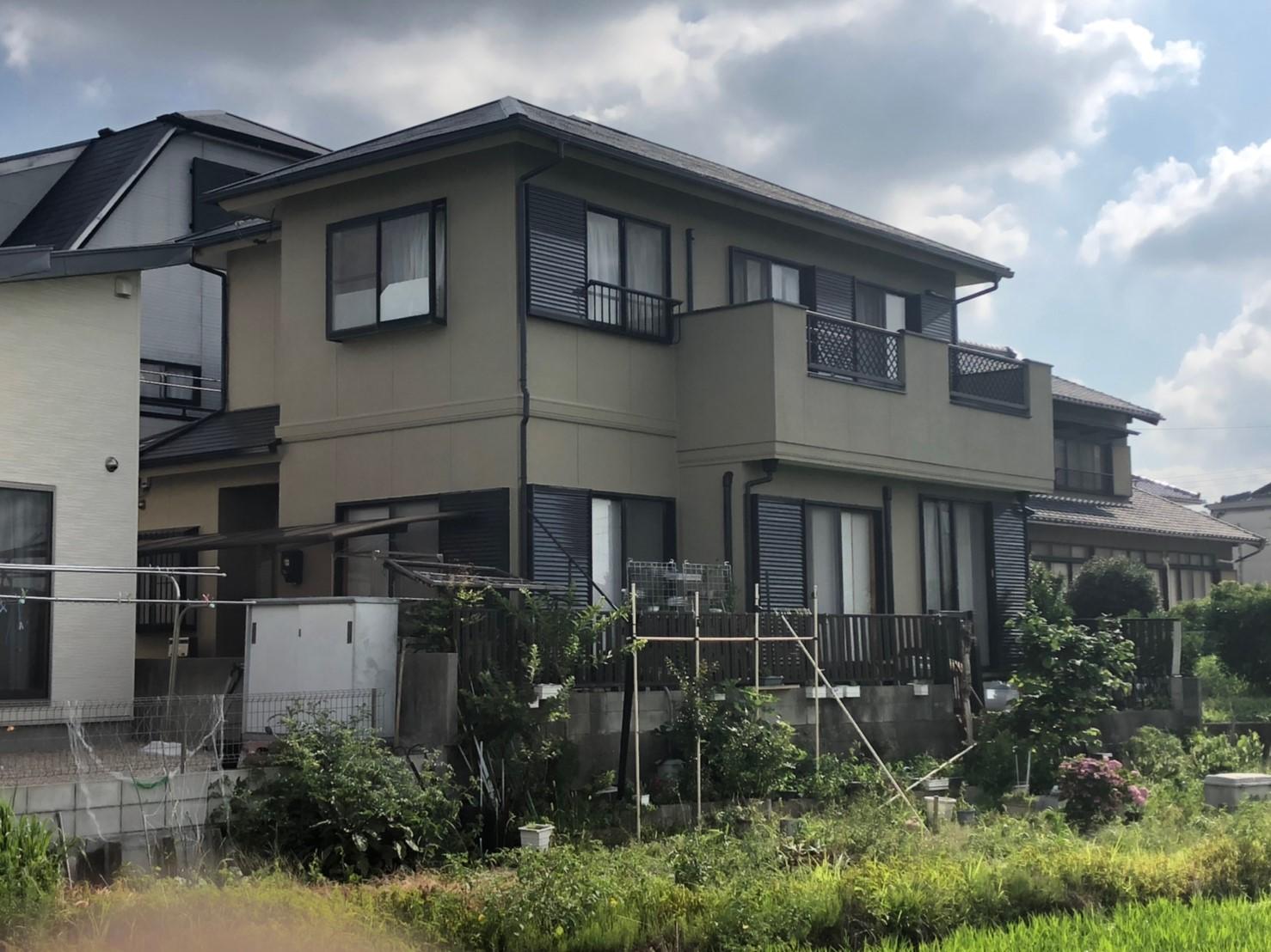 あま市 K様邸 外壁・屋根塗装工事のご紹介をさせていただきます。 築20年。 屋根の色あせが目立...