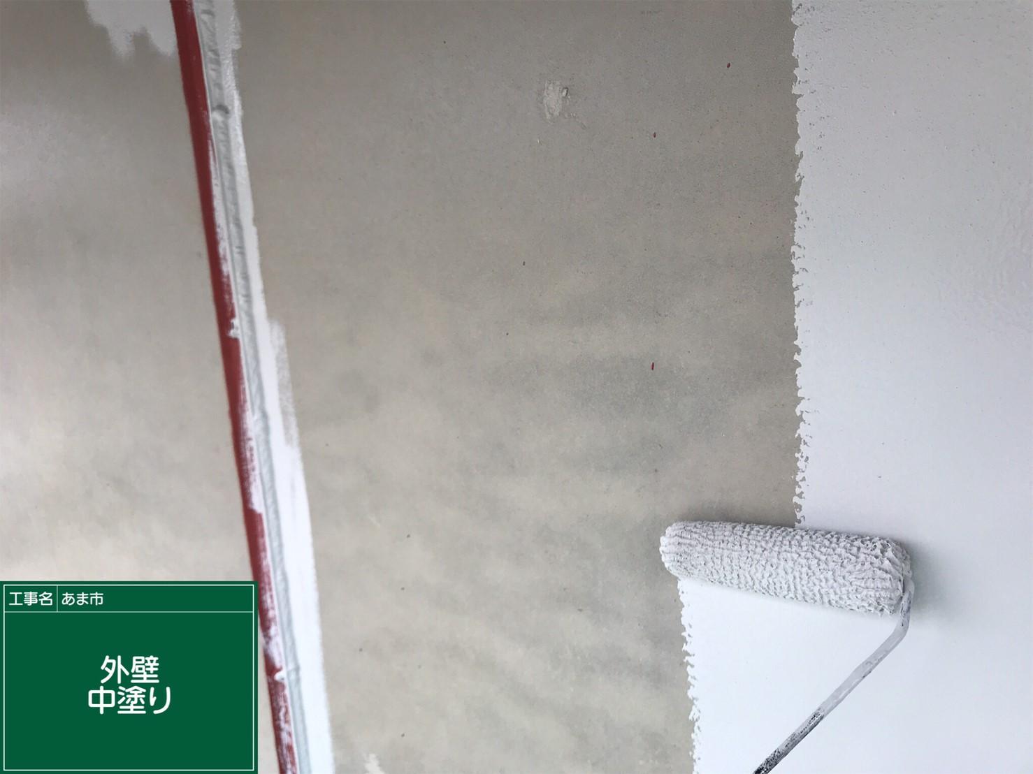 <p></p> <p>外壁 中塗り中です。</p> <p></p>