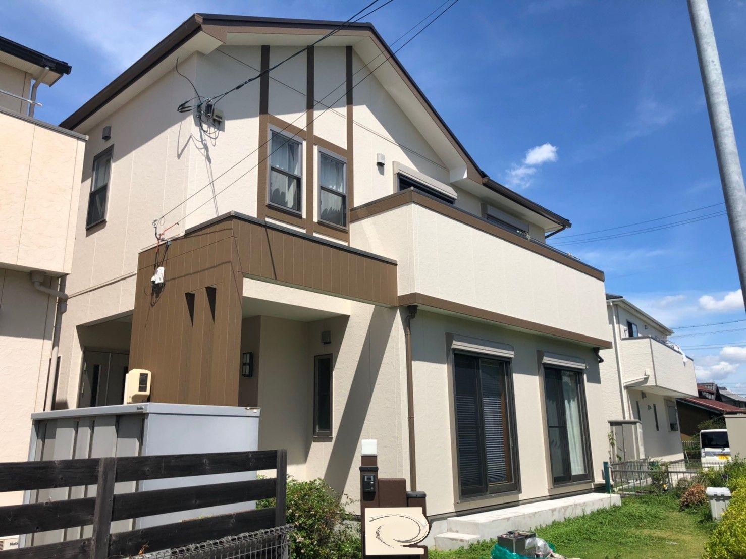 大治町 W様邸 外壁・屋根塗装工事のご紹介をさせていただきます。 築12年。 築年数とコーキング...
