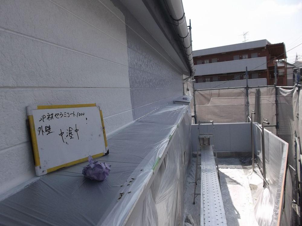 外壁・窯業系サイディング、中塗り中です