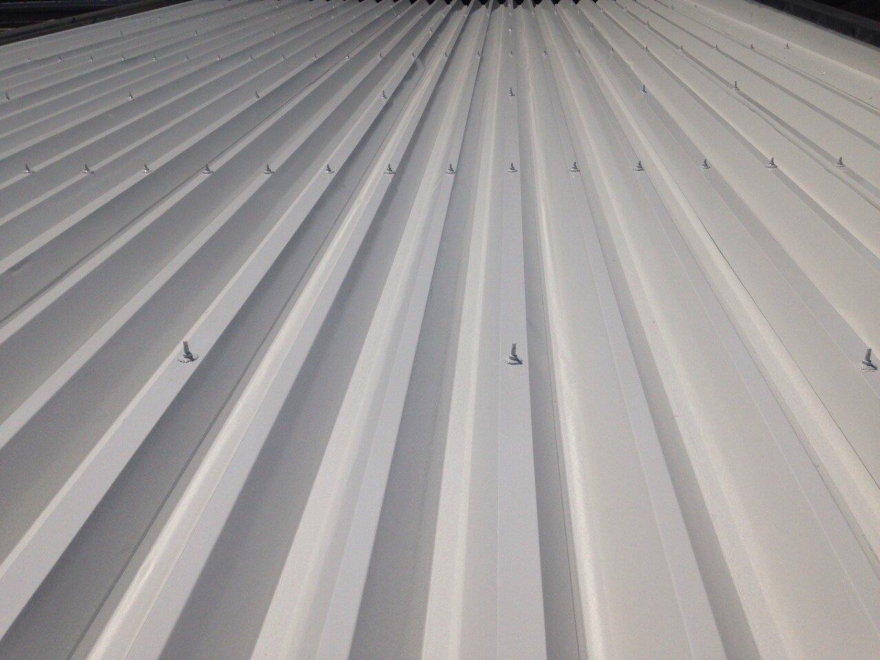 折半屋根 遮熱塗装完成です