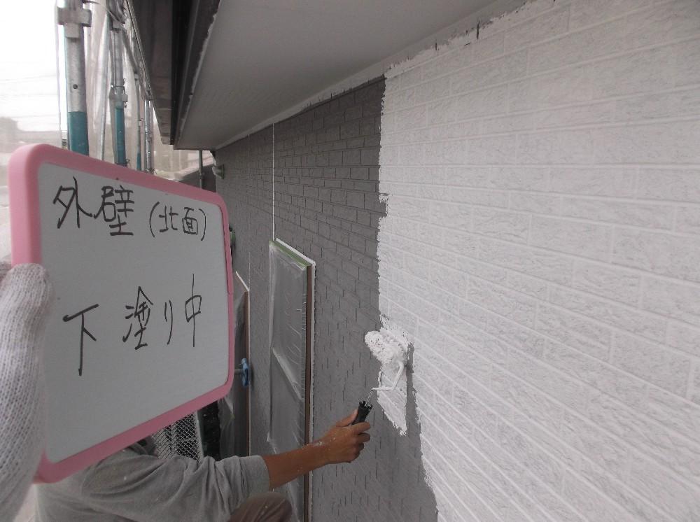 外壁サイディング 下塗り中です