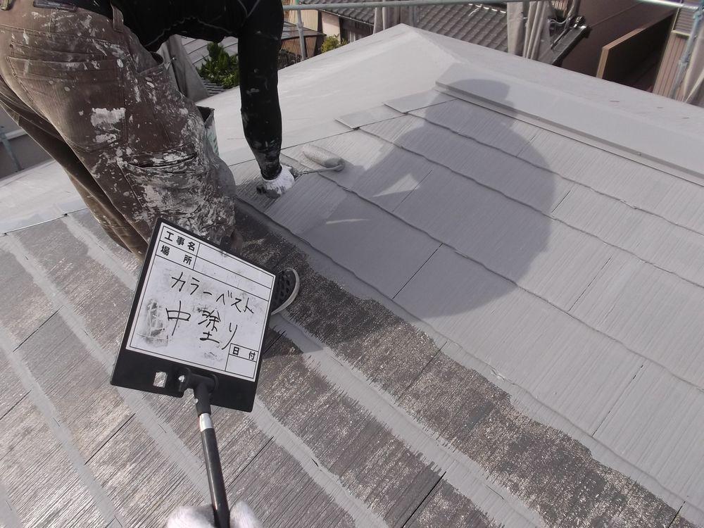 屋根・カラーベスト 中塗り中です
