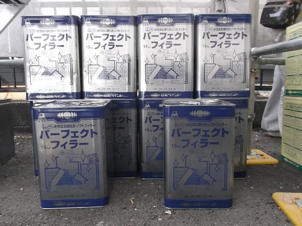 下塗り材の缶数です。厚塗り(マスチック仕様)の為、非常に多く使いました