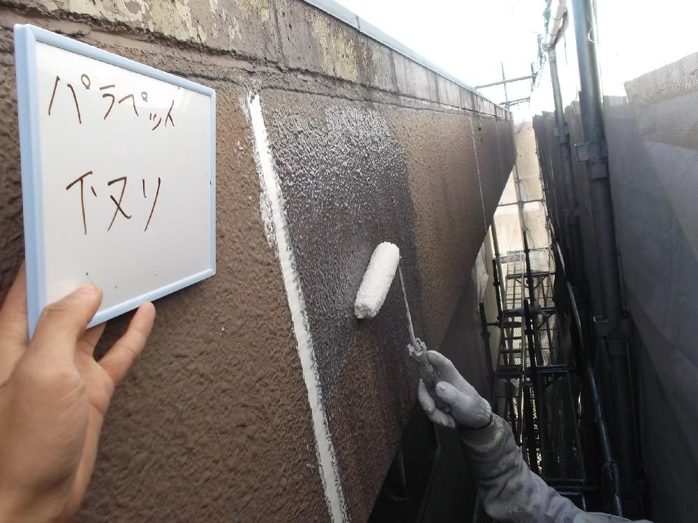 パラペット(外壁ALC)部分の下塗り中です