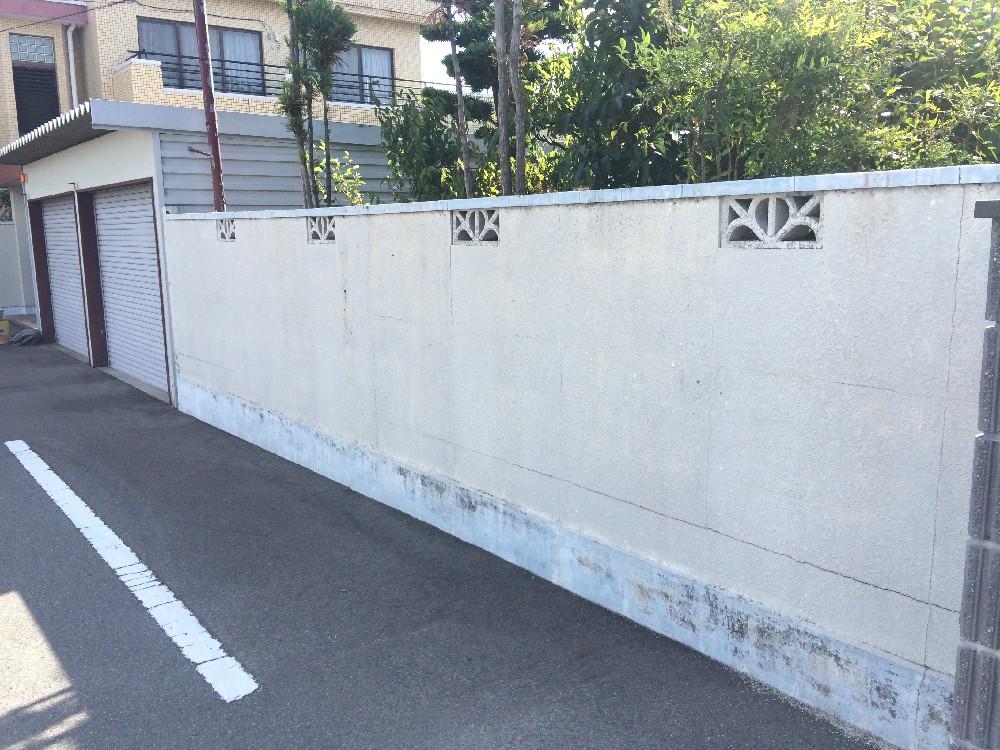 塀壁塗装前です