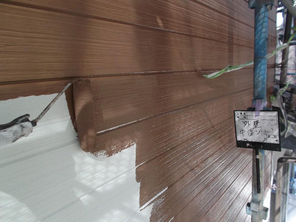 外壁・サイディング  中塗り中です