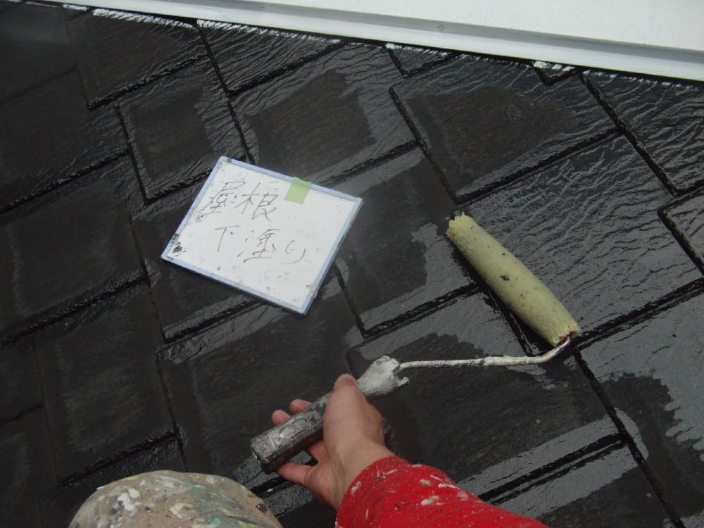 屋根・カラーベスト 下塗り中です