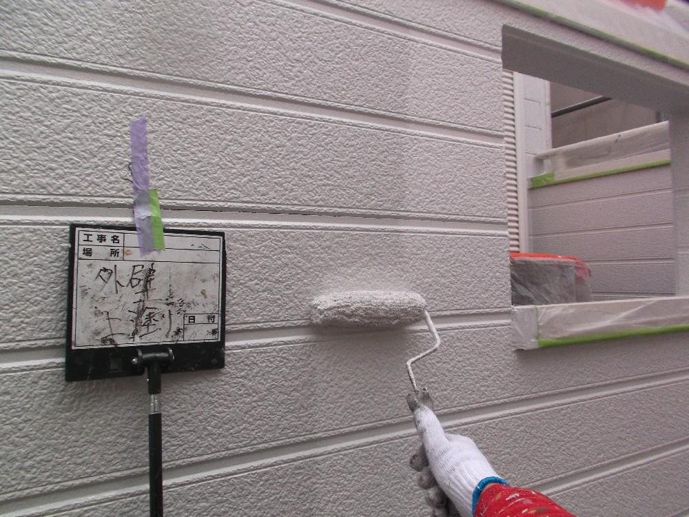壁・窯業系サイディング 上塗り中です