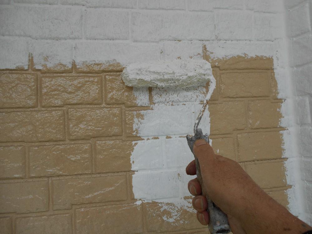 外壁・サイディング 下塗り中です。