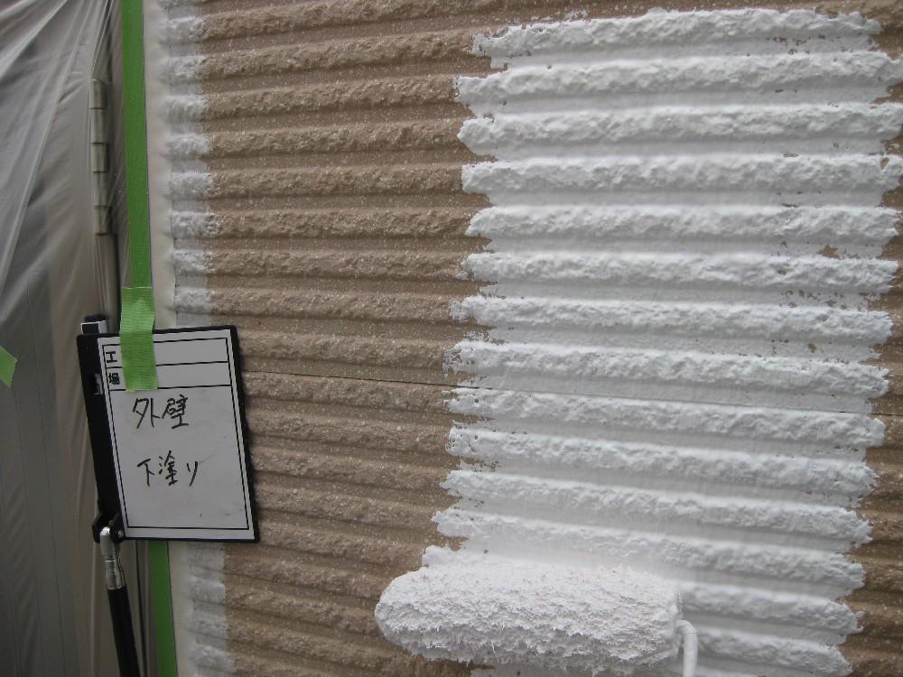外壁 下塗り中です。