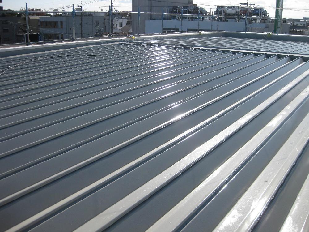 屋根 折版 塗装完了です。
