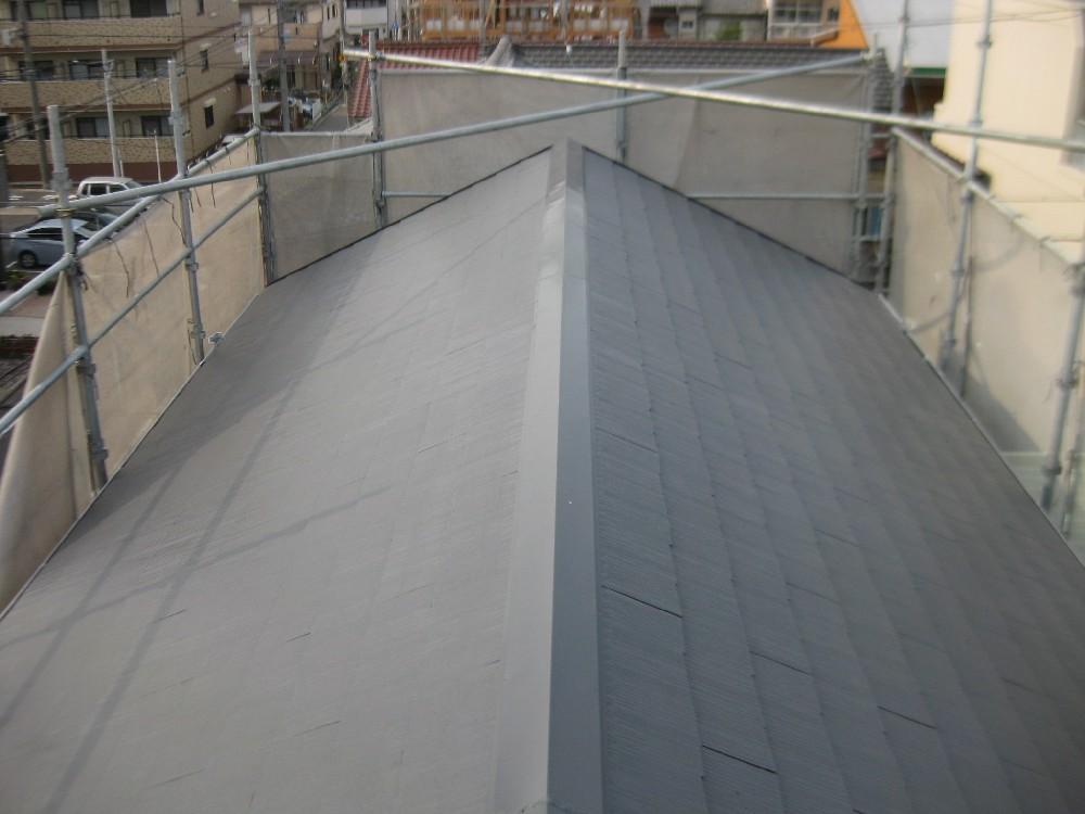 屋根 塗装完了です。しっかりと縁切りもしてあります。
