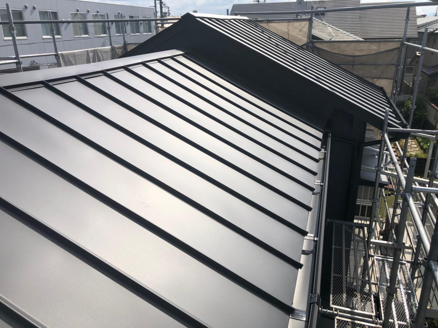 屋根 板金施工完了です。
