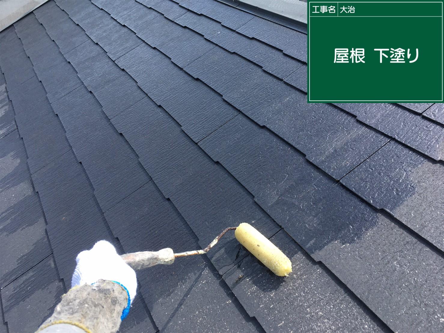 屋根カラーベスト 下塗り中です。