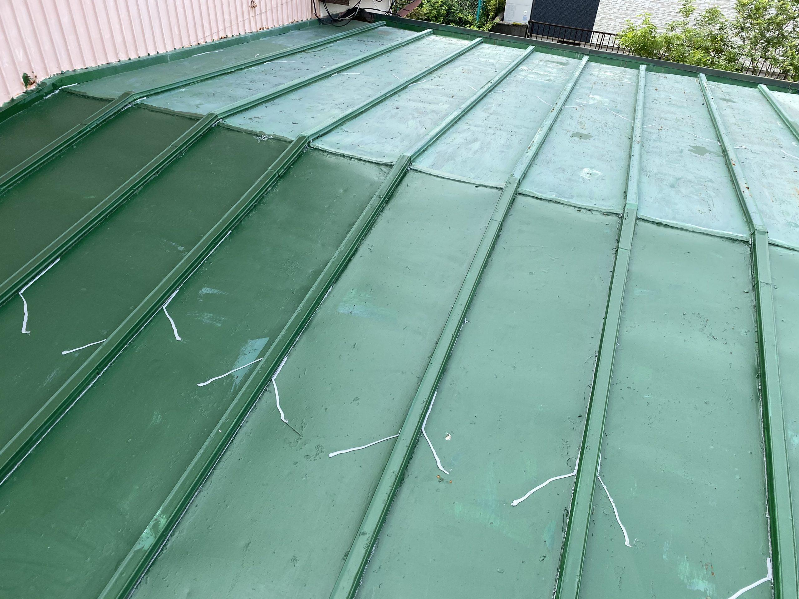 雨漏れから屋根カバー施工!!